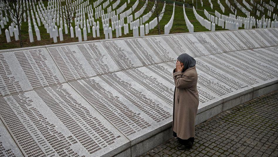 Gedenkstätte in Srebrenica mit den Namen der getöteten Menschen