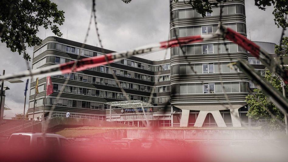 Polizeipräsidium in Hamburg-Alsterdorf: Auch die Antiterroreinheit GSG9 steht bereit