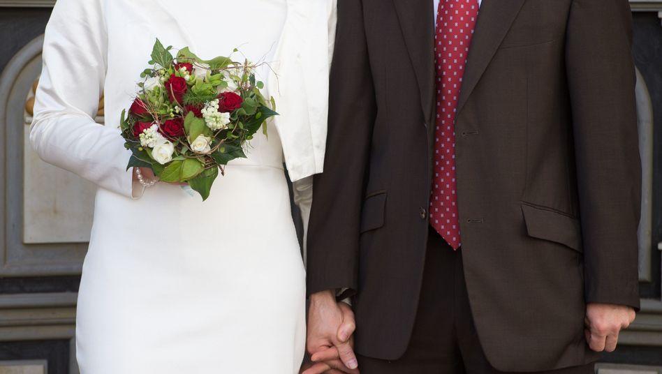 Brautpaar vorm Standesamt