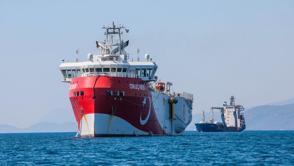 """Das türkische Forschungsschiff """"Oruc Reis"""" vor der Küste Antalyas im Mittelmeer"""