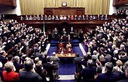 Standing Ovation im irischen Parlament: Stehen Sie bequem!