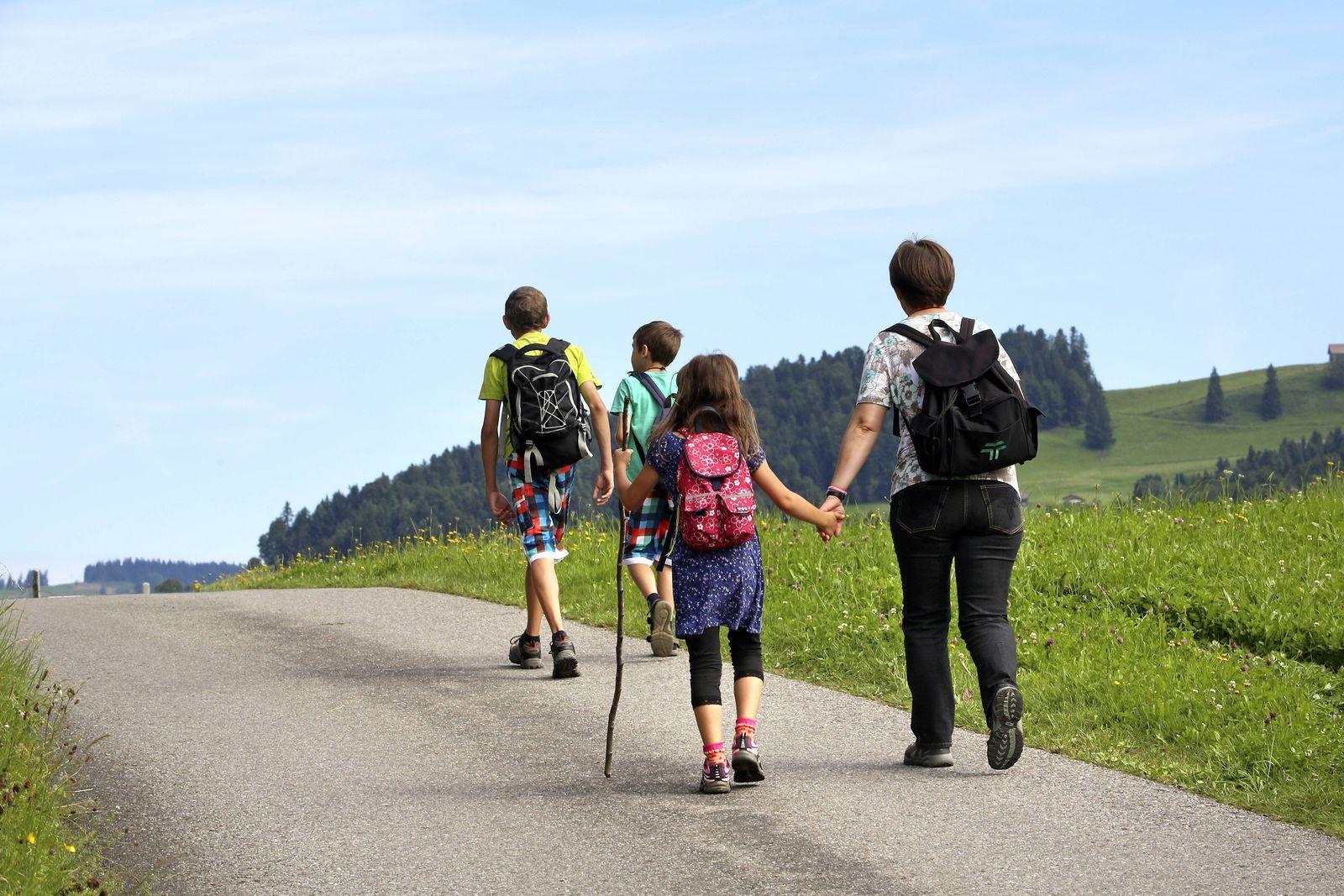 EINMALIGE VERWENDUNG Familie im Urlaub