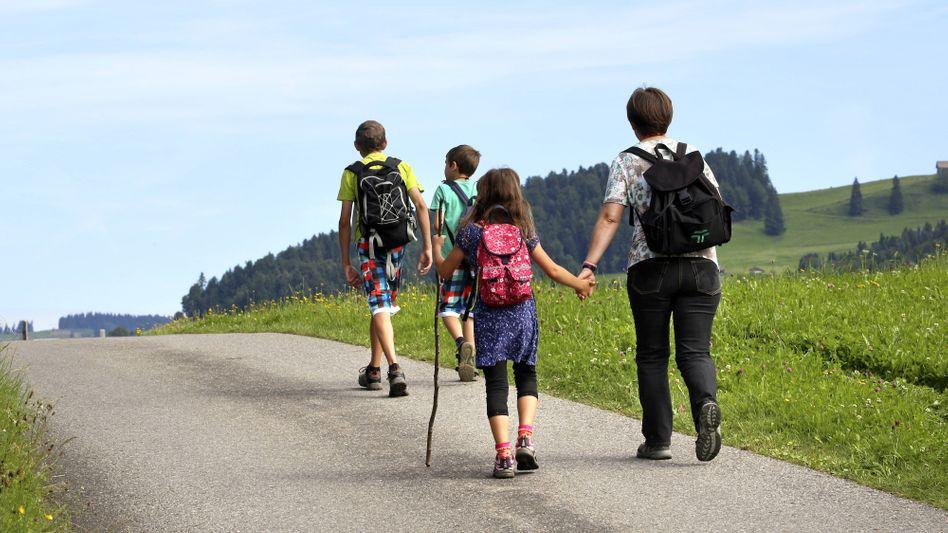 Familie im Urlaub (Symbolbild)