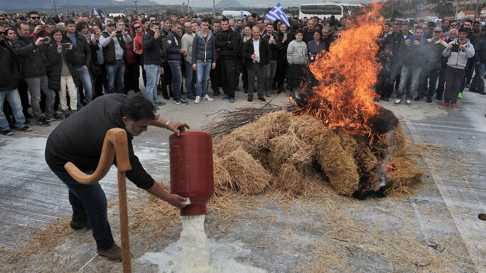 Straßenblockade bei Korinthos (Archivbild): Ausweitung der Proteste