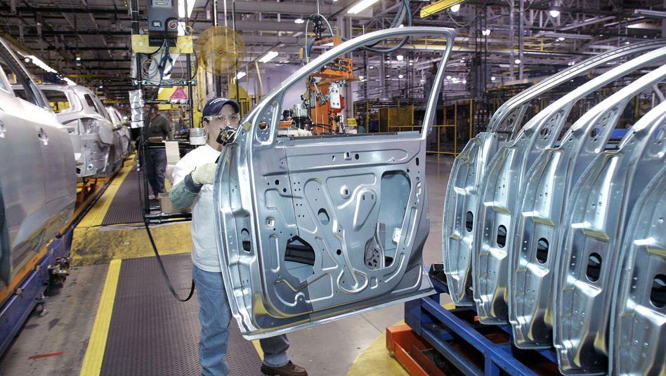 Montage in GM-Werk: Produktionsprozesse der Branche stocken