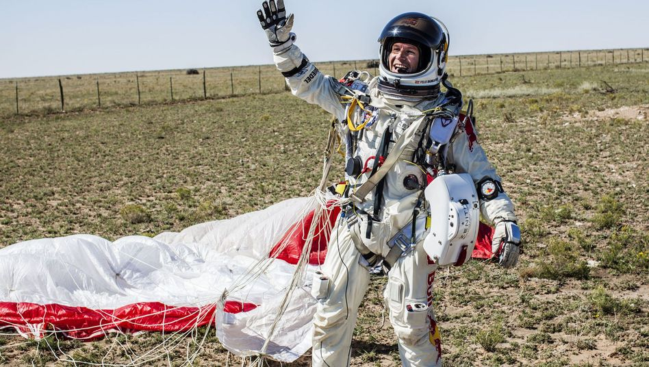 Extremsportler Felix Baumgartner nach seiner Landung in Roswell, New Mexico