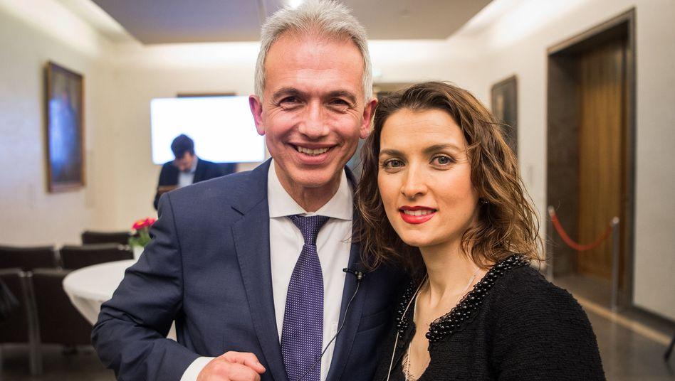 Frankfurts OB und früherer AWO-Funktionär Peter Feldmann (SPD), zusammen mit Ehefrau Zübeyde