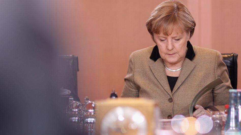 """Kanzlerin Merkel am Kabinettstisch: Unmut bei der Opposition über """"PR-Formate"""""""
