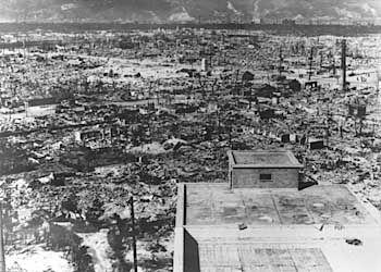Zerstörtes Hiroshima: Strahlen zerstören Körperzellen