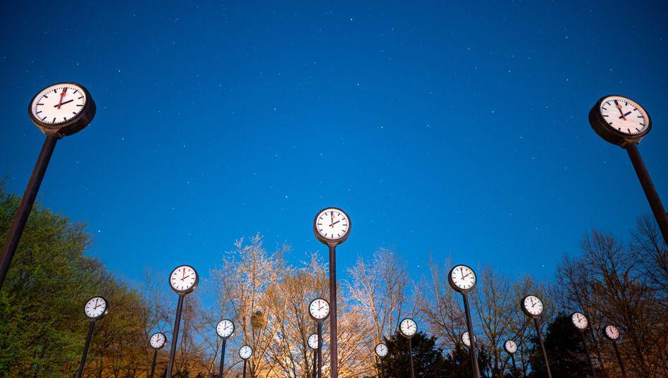Wer hat an der Uhr gedreht? Am Sonntag fehlt uns wieder eine Stunde - dann ist Sommerzeit.