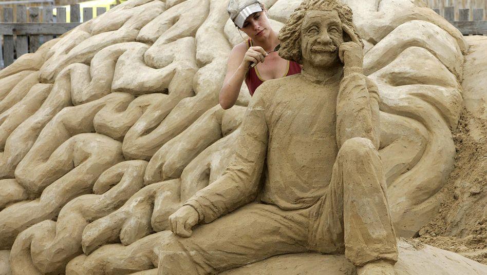 Hirnskulptur aus Sand: Dopamin hilft, Entscheidungen zu treffen