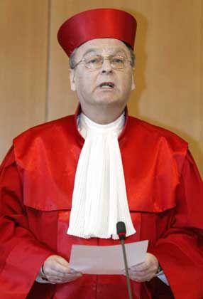 Verfassungsrichter (hier Hans-Jürgen Papier, Vorsitzender des 1. Senats): Großer Lauschangriff verletzt die Menschenwürde