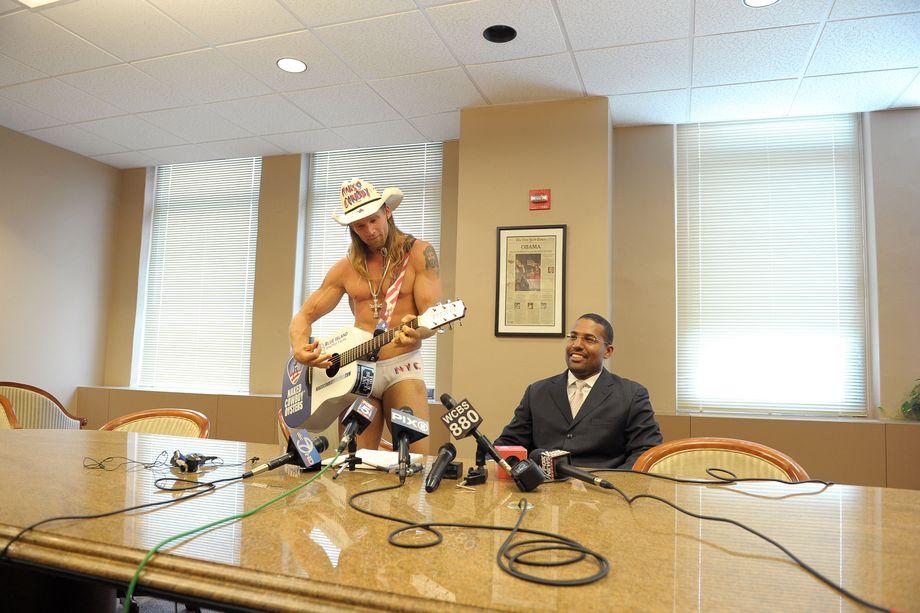Naked Cowboy aus New York heiratet am Valentinstag - DER