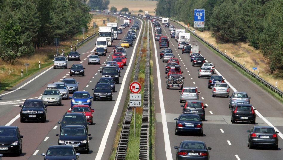 Stau auf Autobahn (Archivbild): Kosten bei privatem Ausbau geschönt?