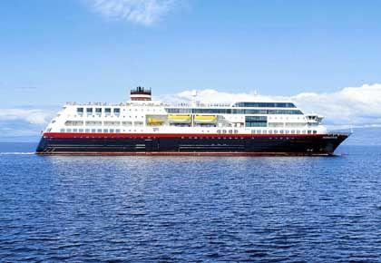 "Die ""MS Midnatsol"" steuert die norwegischen Fjorde an"
