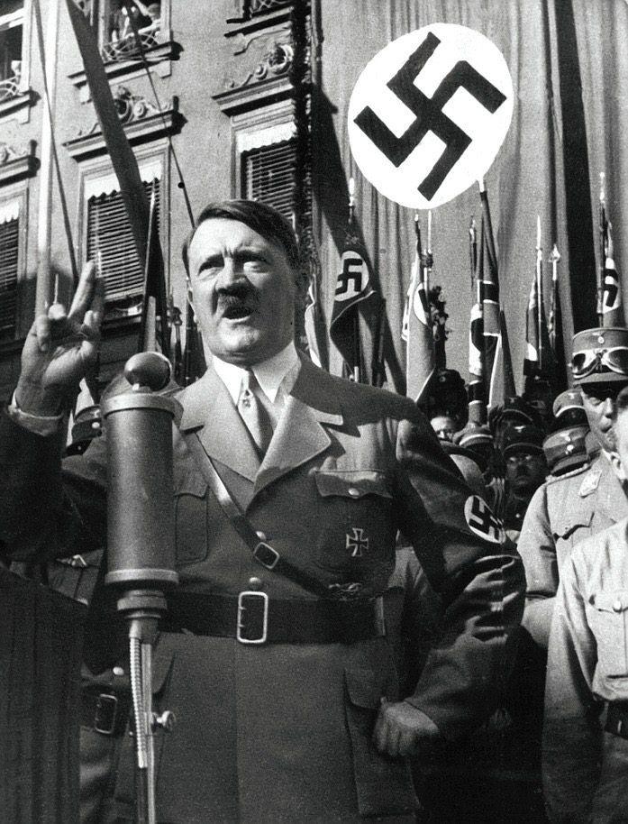 In der Zeit des Nationalsozialismus war Deutschland eine grausame Diktatur unter Adolf Hitler. Er ließ Millionen Menschen ermorden und begann den Zweiten Weltkrieg (1939 bis 1945). Rechtsextreme bewundern ihn heute dafür