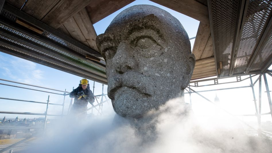 Reinigung des Bismarck-Denkmals im Alten Elbpark in Hamburg:Vielschichtiges historisches Erbe