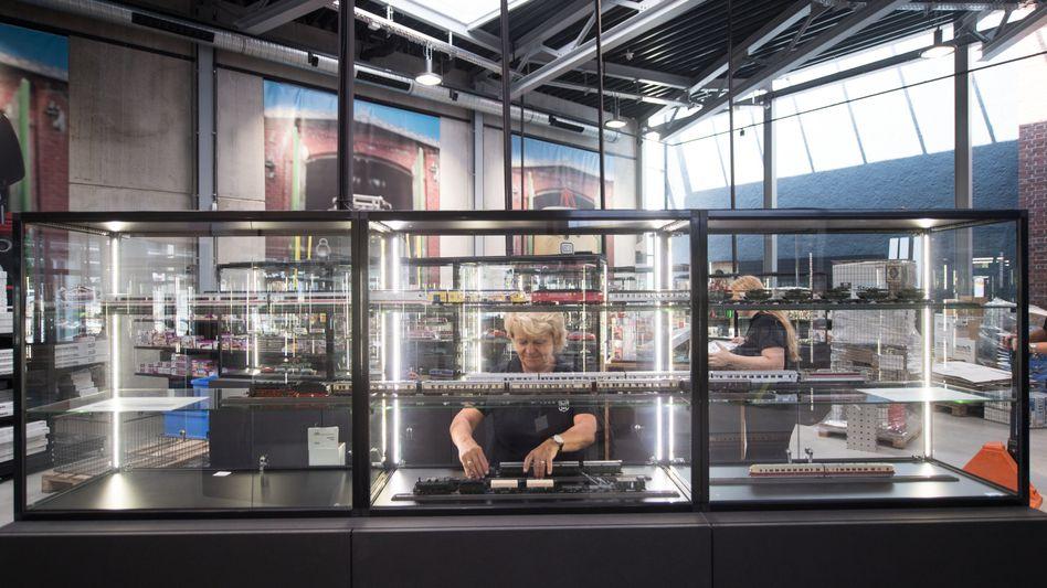 Mitarbeiterin im Märklin-Museum