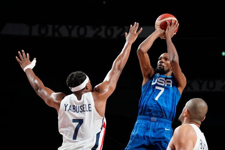 Kevin Durant (r.) und das US-Team verloren gegen Frankreich
