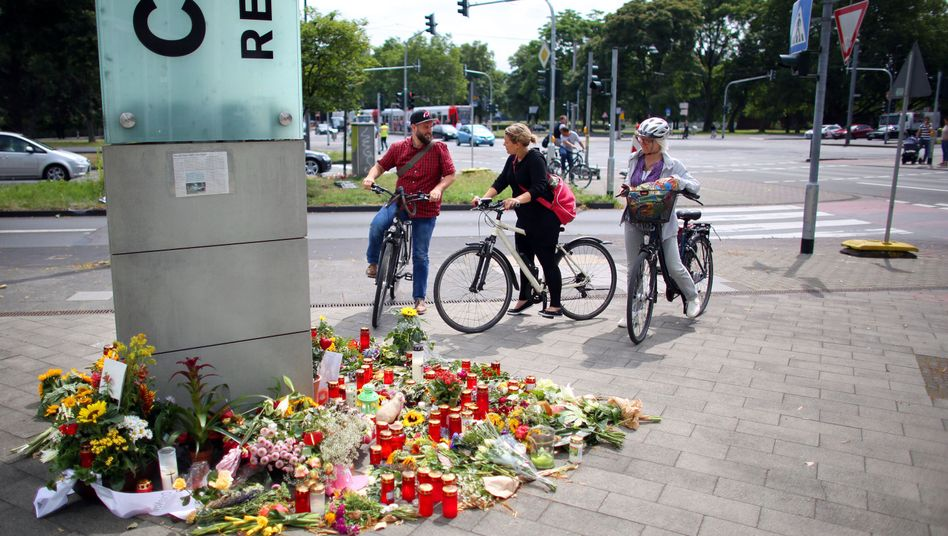 Unfallstelle in Köln: Kerzen und Blumen für verstorbenen Radfahrer
