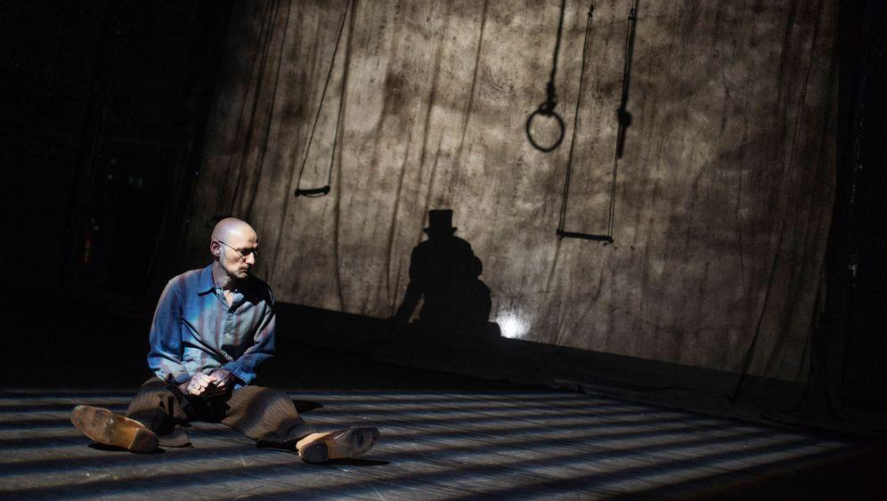 Perceval-Premiere am Thalia Theater: Vom braven Willi zum Wutbürger Kufalt