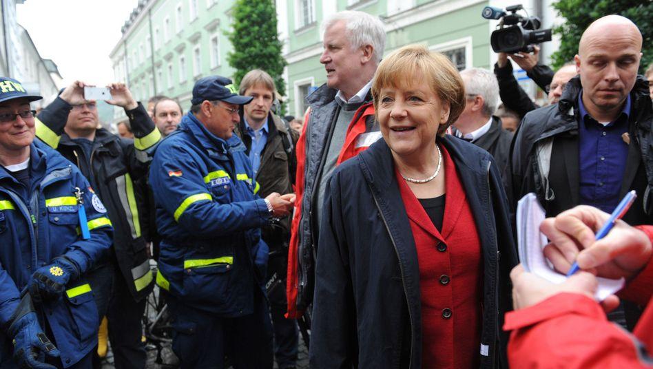 Merkel und Seehofer in Passau: Wahlkampf in der Hochwasserzone