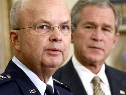 Ex-CIA-Direktor Hayden, Ex-US-Präsident Bush: Signifikante Anstrengungen, Schlafentzug als Foltermethode zu erhalten