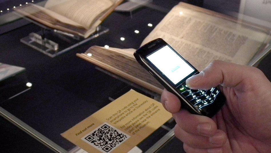 Infos per Handyscan: Die National Archives setzen seit September auf QRpedia-Codes