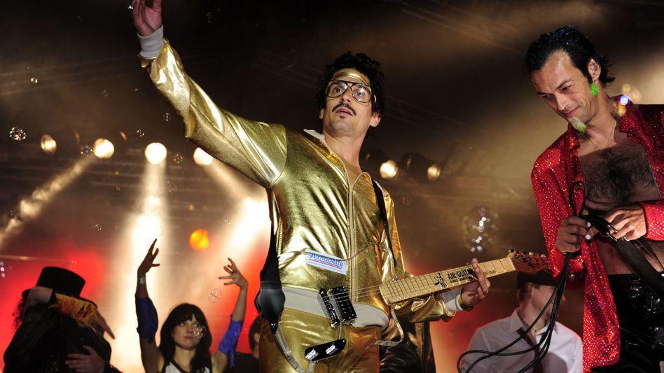 Sylvian Quimene alias Gunter Love: Weltmeister an der Luftgitarre im goldigen Outfit