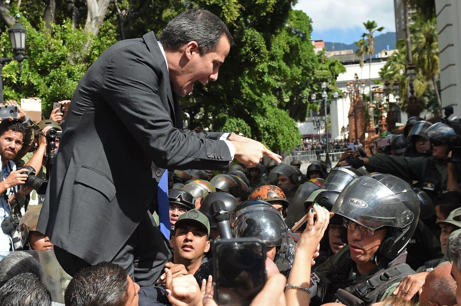 TOPSHOT-VENEZUELA-CRISIS-NATIONAL-ASSEMBLY-GUAIDO