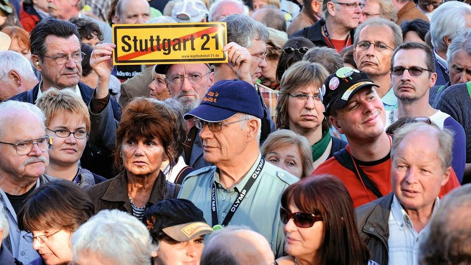 Stuttgarter demonstrieren gegen den neuen Bahnhof