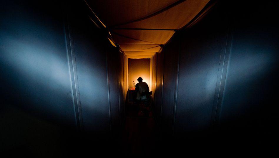 Ausstellung zum Gedenken an Robert Enke: In diesem Raum soll eine Depression nachempfunden werden