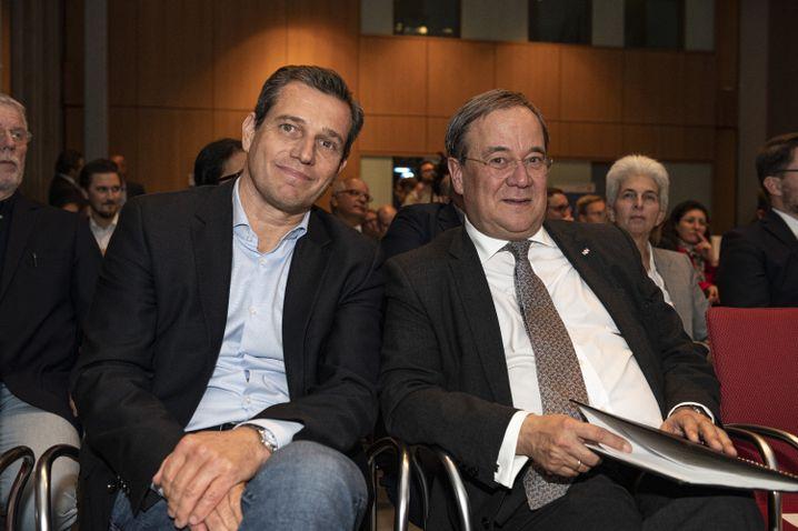 Sportvermarkter Michael Mronz (links) und NRW-Ministerpräsident Armin Laschet bei der Dialogveranstaltung in Berlin am Montag