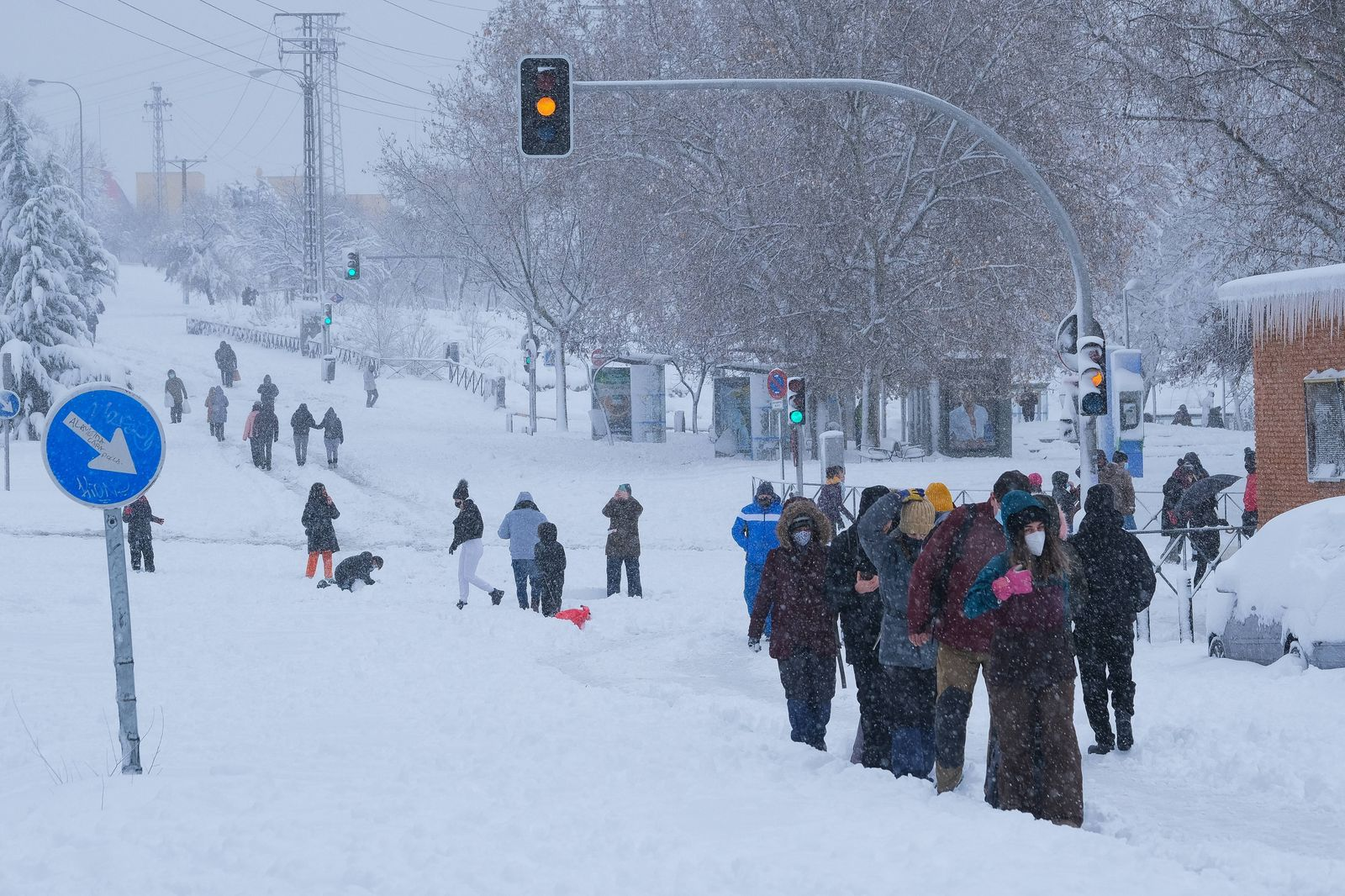 third day of snowfall in the city of Madrid leaves cars buried by snow and streets completely covered with more than 40