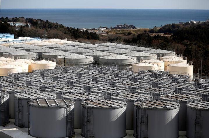 Lagebehälter für radioaktives Wasser in Fukushima