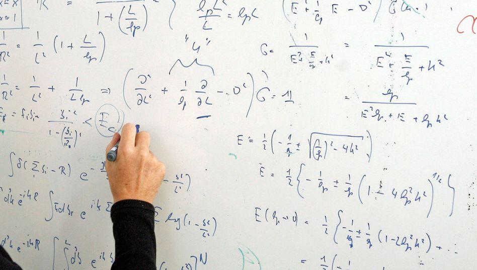 Mit Formeln beschriebene Tafel