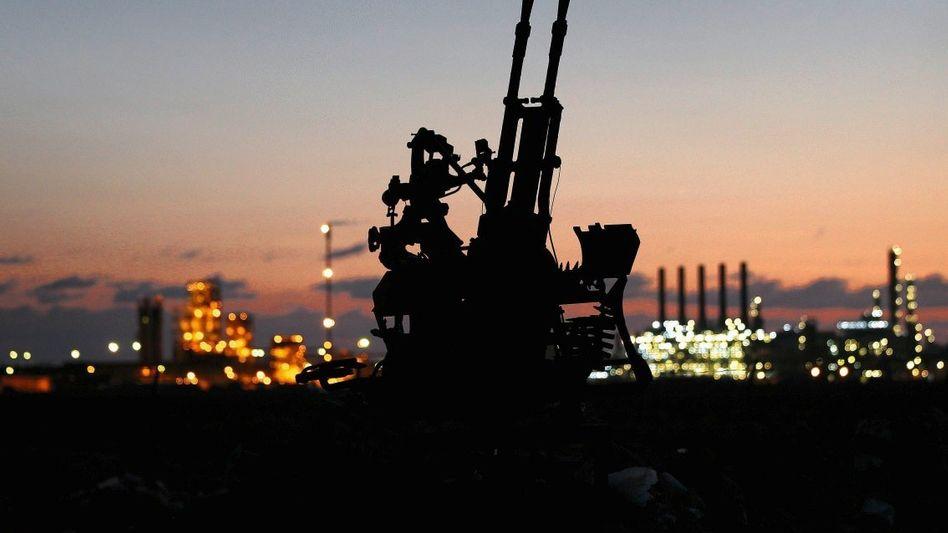 Umkämpfte Ölraffinerie in Ras Lanuf: Förderung halbiert