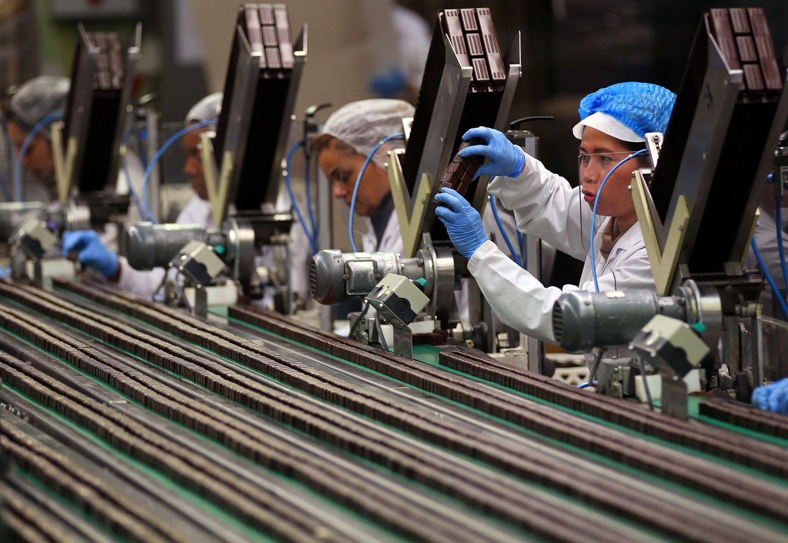 Produktion / Fließband / Arbeiterinnnen