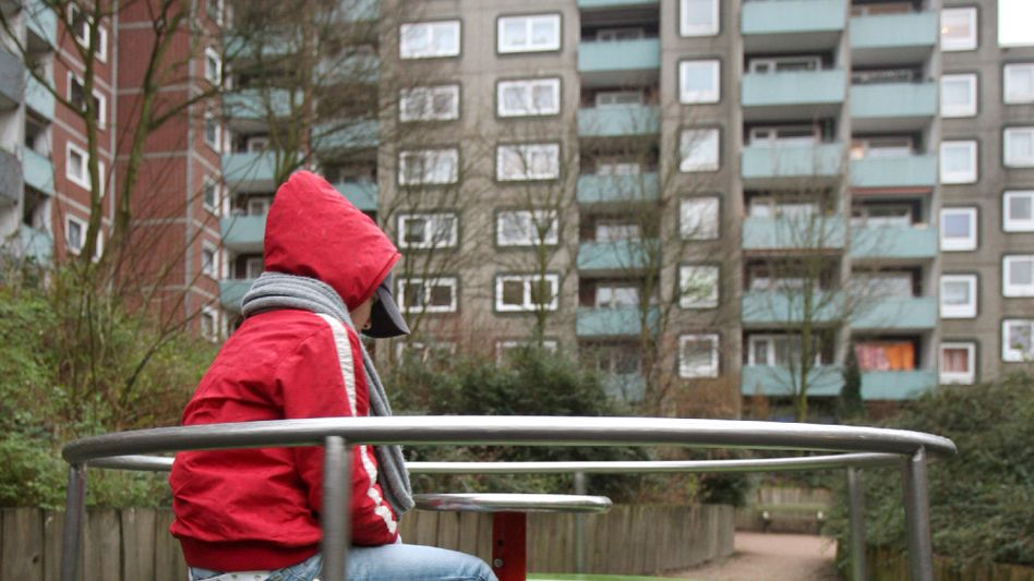A child in a Hamburg residential complex: A new report has found that parents in 7 percent of German households can't afford to finance hobbies for their children.