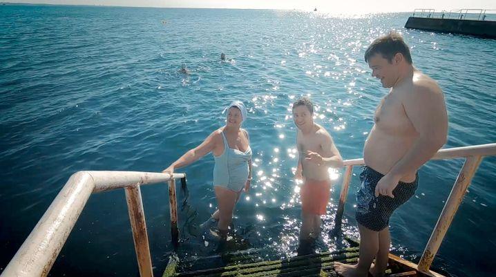 Ab ins Schwarze Meer: Präsident Wolodymyr Selenskyj hat bisher Politisch wenig erreicht, aber viele Bilder produziert, wie dieses beim Baden in Odessa