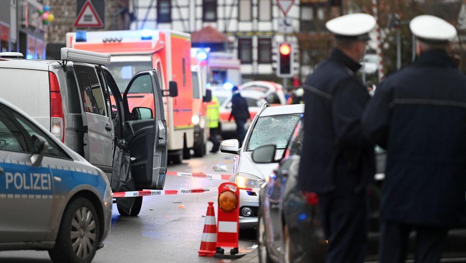 Autofahrt in Karnevalsumzug: Was über den Vorfall in Volkmarsen bekannt ist
