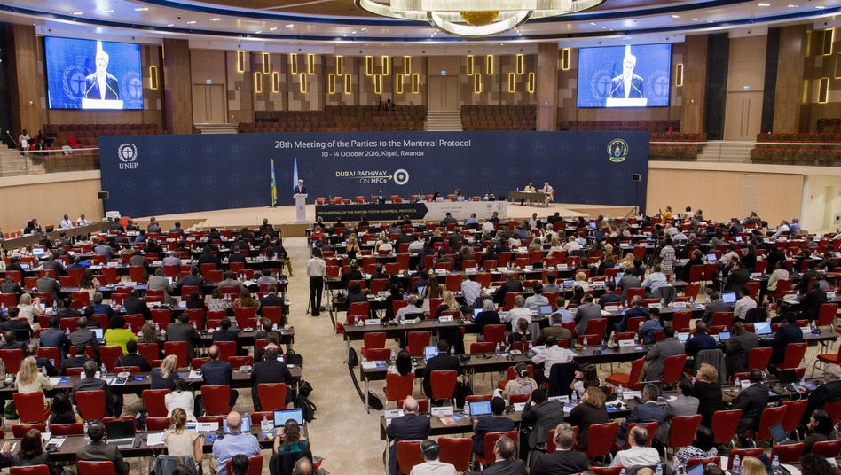 US-Außenminister John Kerry spricht am 14.10.2016 in Kigali bei der Klimakonferenz