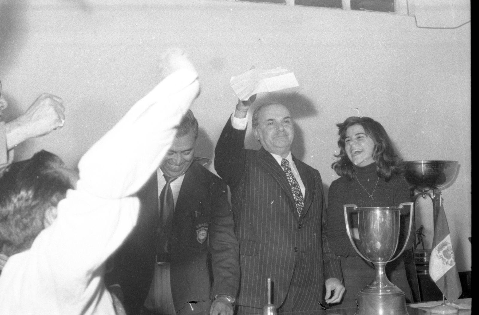 EINMALIGE VERWENDUNG Auslosung Finale/ Copa America 1975/ Verónica Salinas