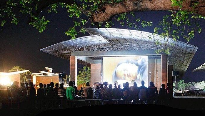 Kinovorführung im Operndorf Afrika