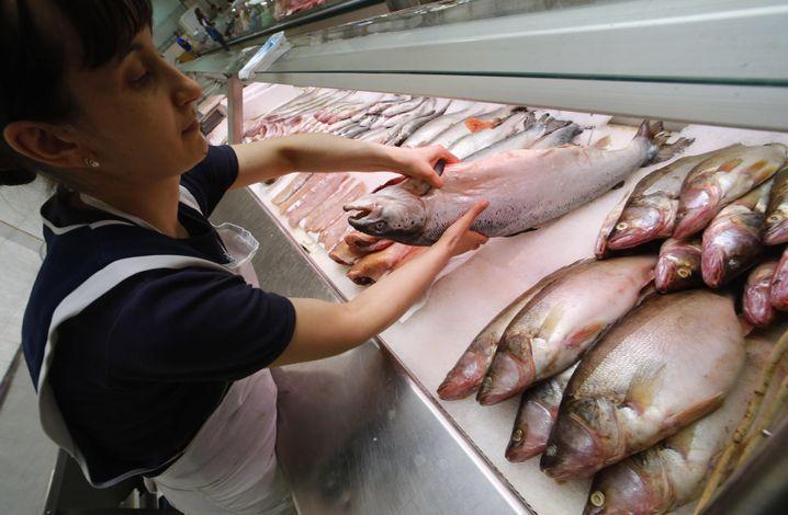 Fischstand auf Markt in Sankt Petersburg