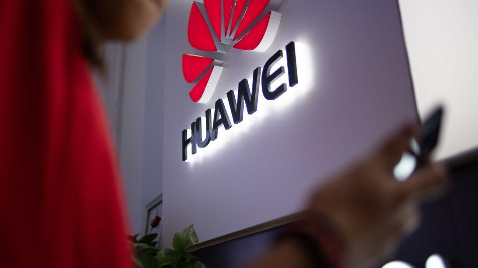 Huawei-Logo an einem Laden in Peking