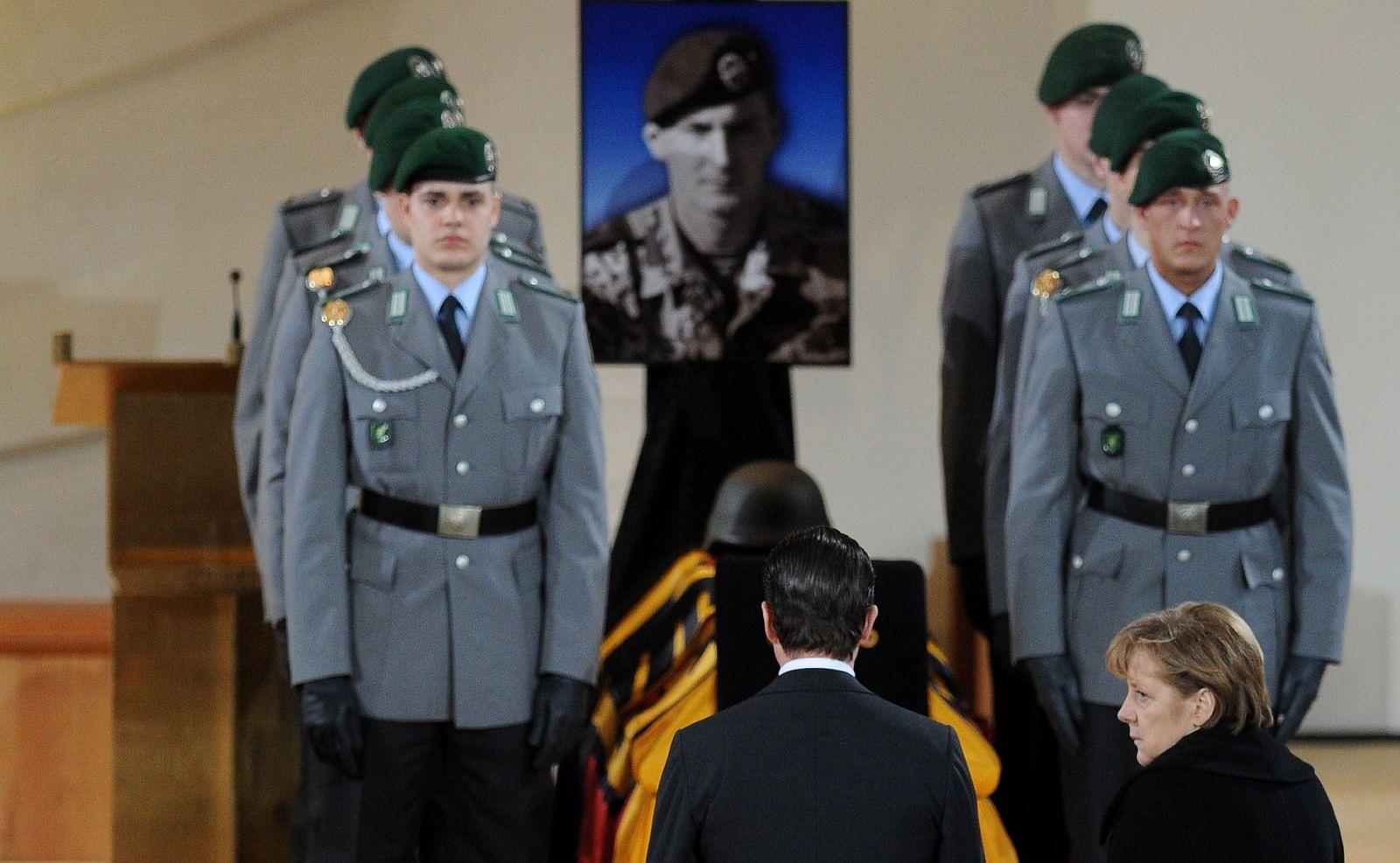 Trauerfeier / Gefallene Soldaten / Merkel / Guttenberg