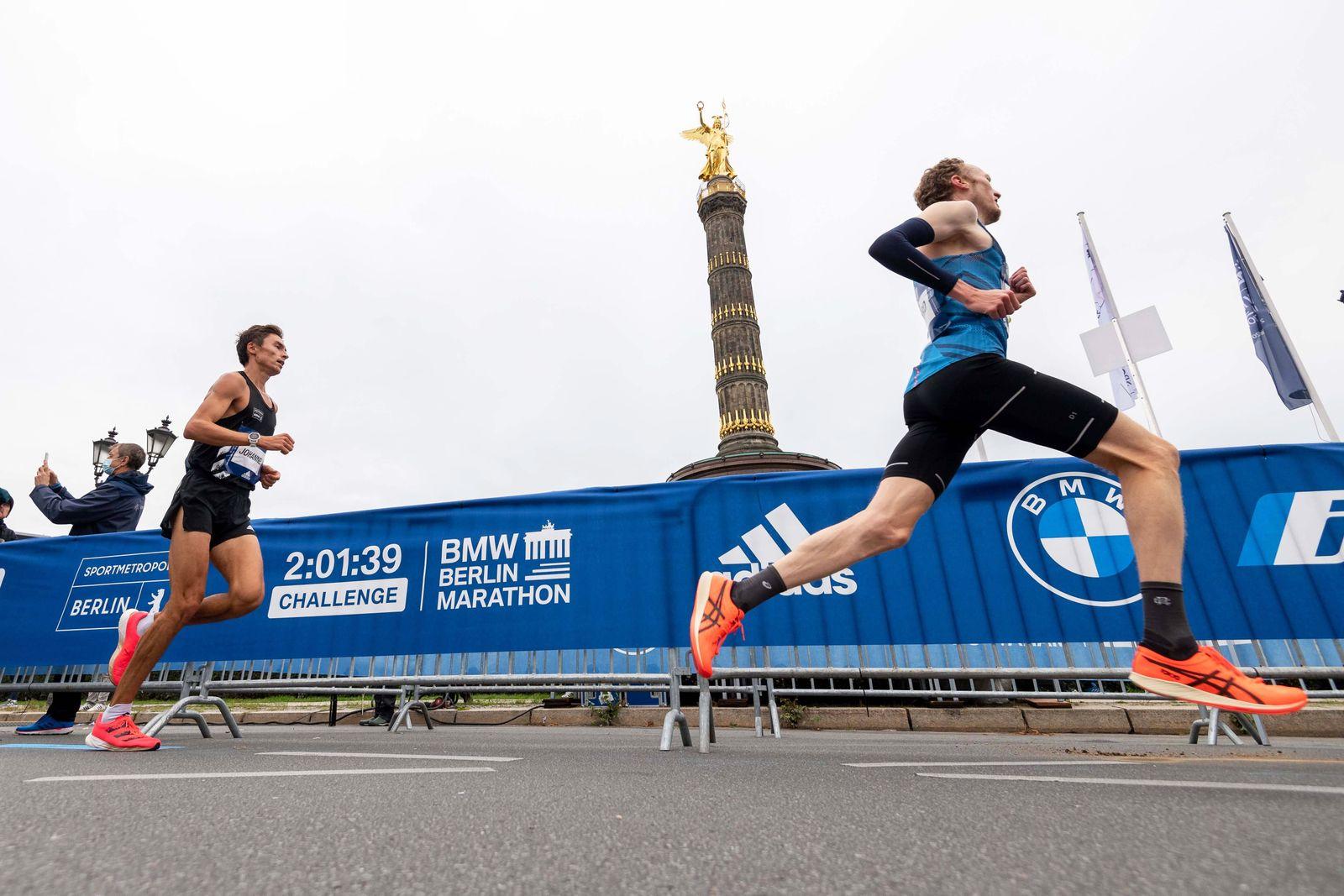Leichtathletik Berlin 27.09.2020 BMW Berlin Marathon 2:01:39 Challenge Richard Ringer Johannes Motschmann *** Athletics