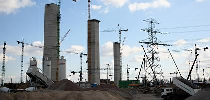 The Vattenfall coal-fired power plant is being constructed in the Moorburg neighborhood of Hamburg.