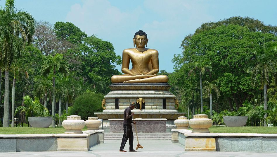 Buddha-Statue in Sri Lankas Hauptstadt Colombo: Respekt vor religiösen Symbolen